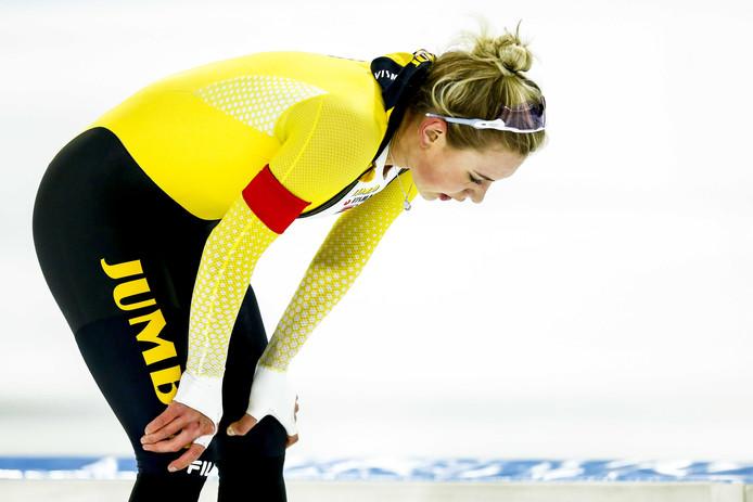 Joy Beune na de 3000 meter dames tijdens het World Cup kwalificatietoernooi in Thialf