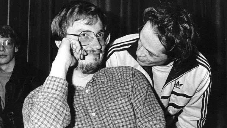 Jannes van der Wal (links) met collega-dammer Rob Clerc in 1983. Beeld anp