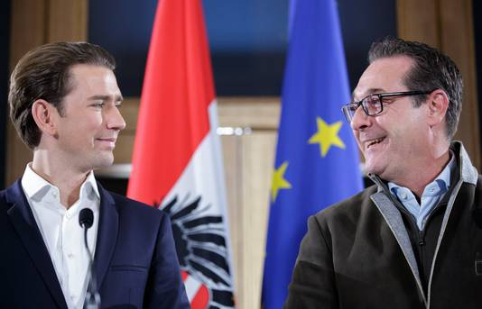 Vorige maand, tijdens de coalitiebesprekingen, wees de lichaamstaal tussen Kurz en Strache er al op dat zij en hun partijen er wel uit zouden komen.  Foto EPA/LISI NIESNER