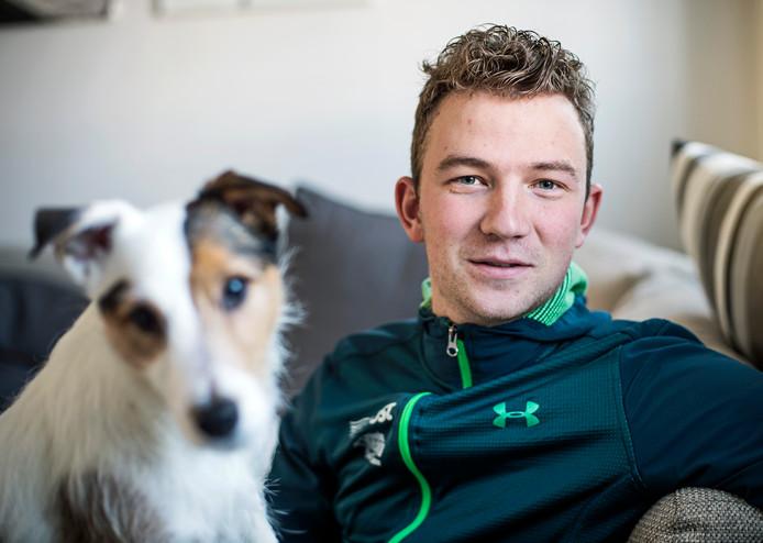 Davy Gunst met zijn hond.