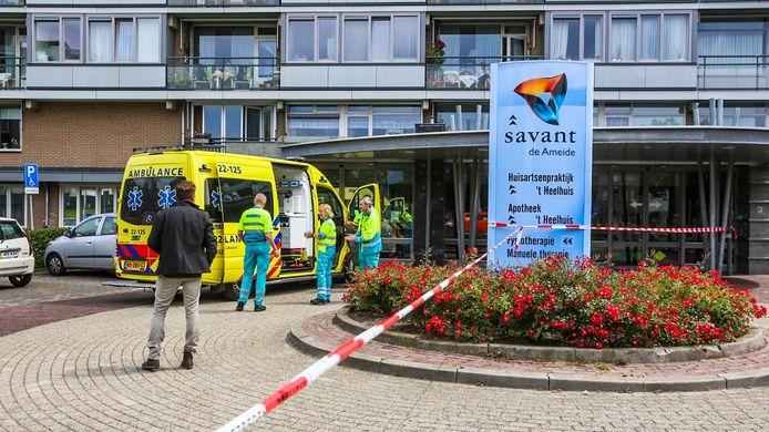 Hulpverleners bij woonzorgcentrum de Ameide in Helmond.