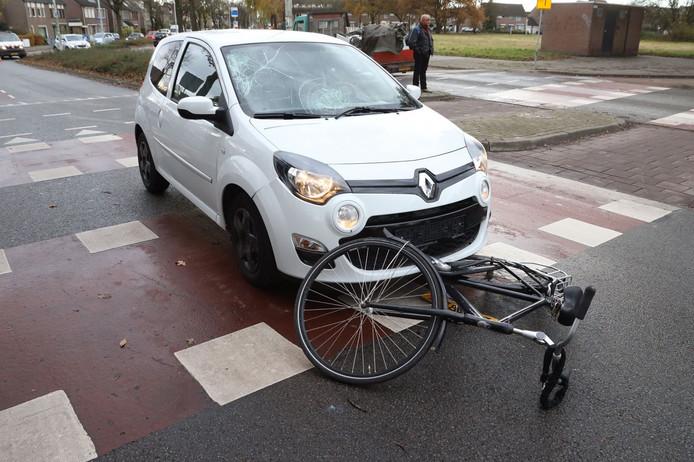 Fiets en auto met elkaar in botsing op Fransebaan Eindhoven