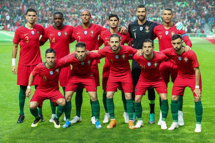 William Carvalho (14), Rui Patricio (1), Bruno Fernandes (voorste rij, eerste van rechts) en Gelson Martins (niet op deze foto) zijn de sterspelers van Sporting en vaste waarden in de selectie van Portugal.