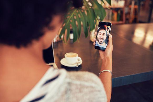 Ben je een erg drukke beller, dan kan je maandelijks toch flink besparen door te bellen via mobiele data.