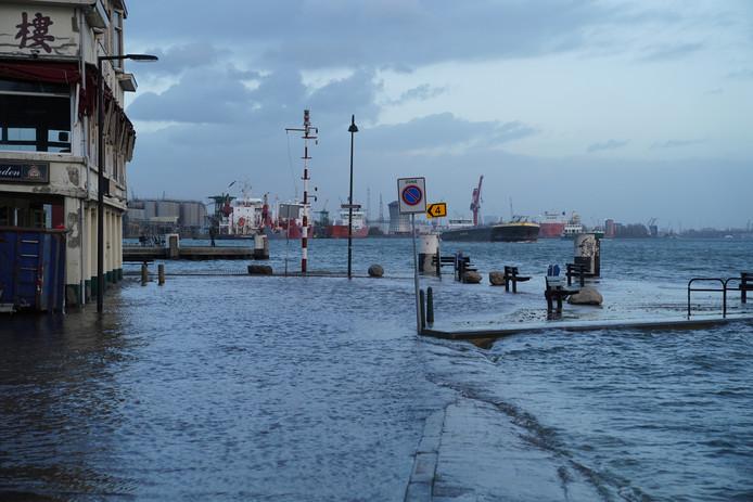 Het is niet voor het eerst dat er straten in Vlaardingen zijn overstroomd vanwege hoogwater.