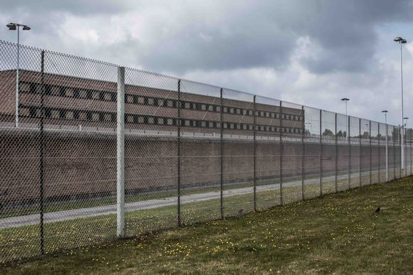 In de gevangenis van Brugge sloeg Mutaliev (29) vorige zomer drie cipiers arbeidsongeschikt in dertig seconden tijd.