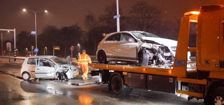 Botsing in Nijmegen: één bestuurder gewond naar het ziekenhuis, de andere aangehouden