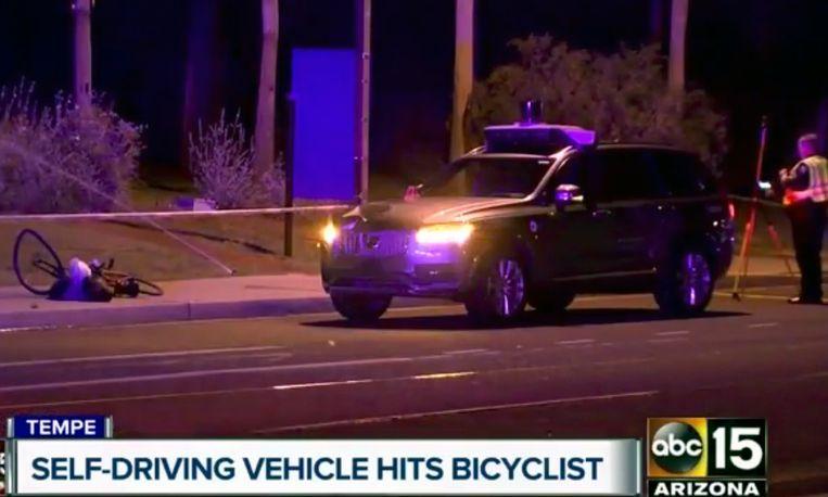 Een robot-Uber rijdt in maart een voetganger dood. Beeld AP