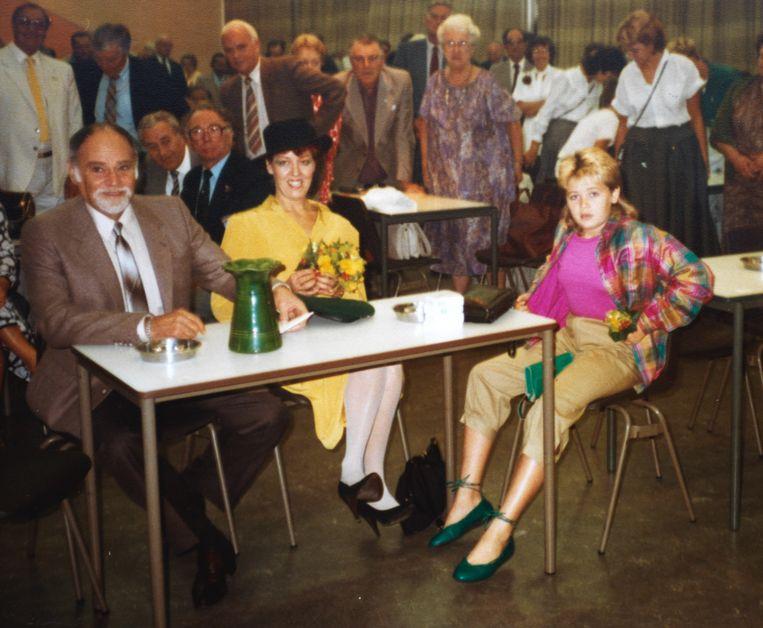 Raymond, Ada en Palmyra Westerling in 1983 tijdens een feest dat ter ere van Westerling werd georganiseerd en waar ook het boek 'Westerling, de eenling' onder de aandacht werd gebracht. Beeld Suzanne Liem