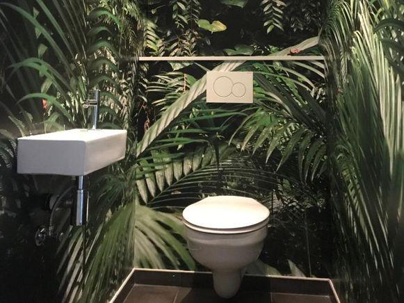 """Schilder Jelle Vanbriel: """"Behangpapier met bomen voor in het toilet is momenteel erg populair."""""""
