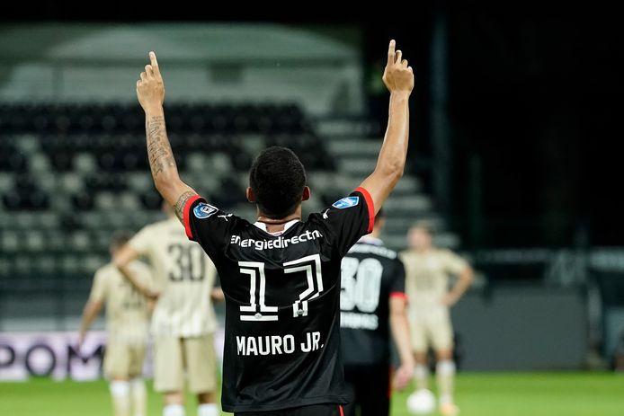 Mauro Júnior is blij nadat hij de 1-2 kon binnenwerken tegen NS Mura.