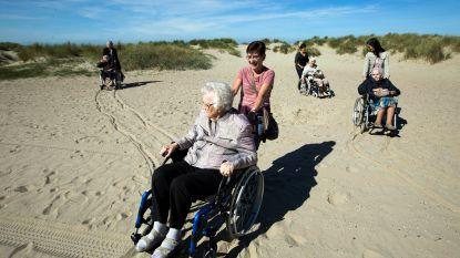 """Rusthuis in Oudenaarde laat bewoners vier dagen genieten in Nieuwpoort: """"Nooit gedacht dat ik zee nog zou zien"""""""