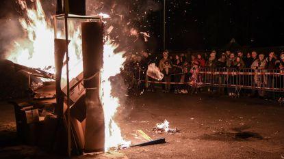 Baasrode neemt afscheid van carnaval met popverbranding