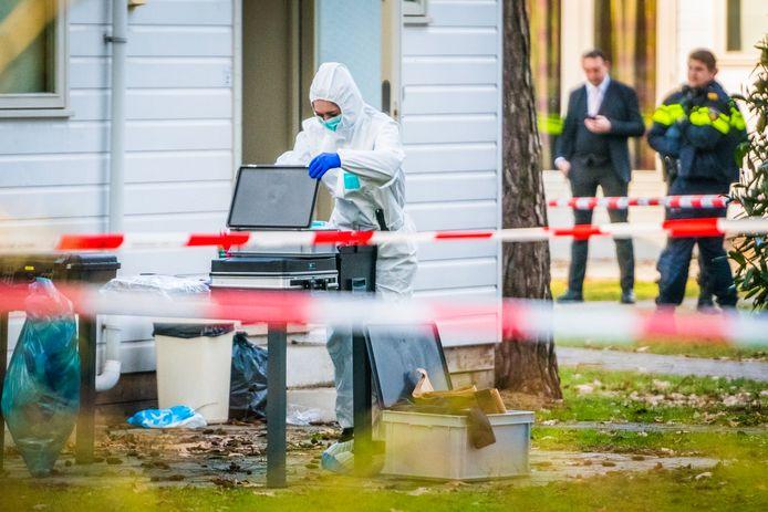 Groot onderzoek op Bospark 't Wolfsven te Mierlo waar in februari een dode vrouw werd gevonden.