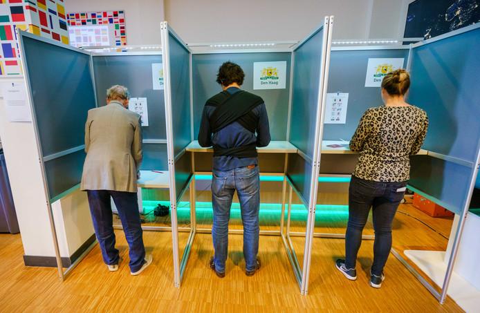 GroenLinks-leider Jesse Klaver bracht zijn stem uit voor de Europese verkiezingen op het stembureau in het Huis van Europa