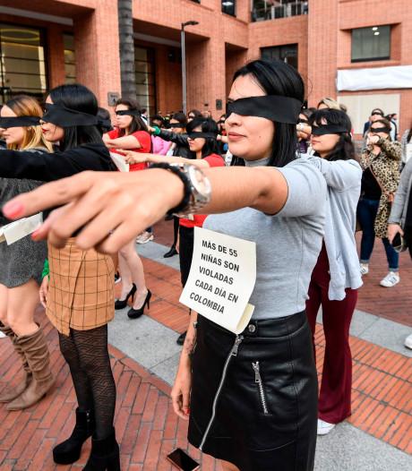 """Une vague de protestation féministe conquiert le monde: """"Le violeur, c'est vous"""""""