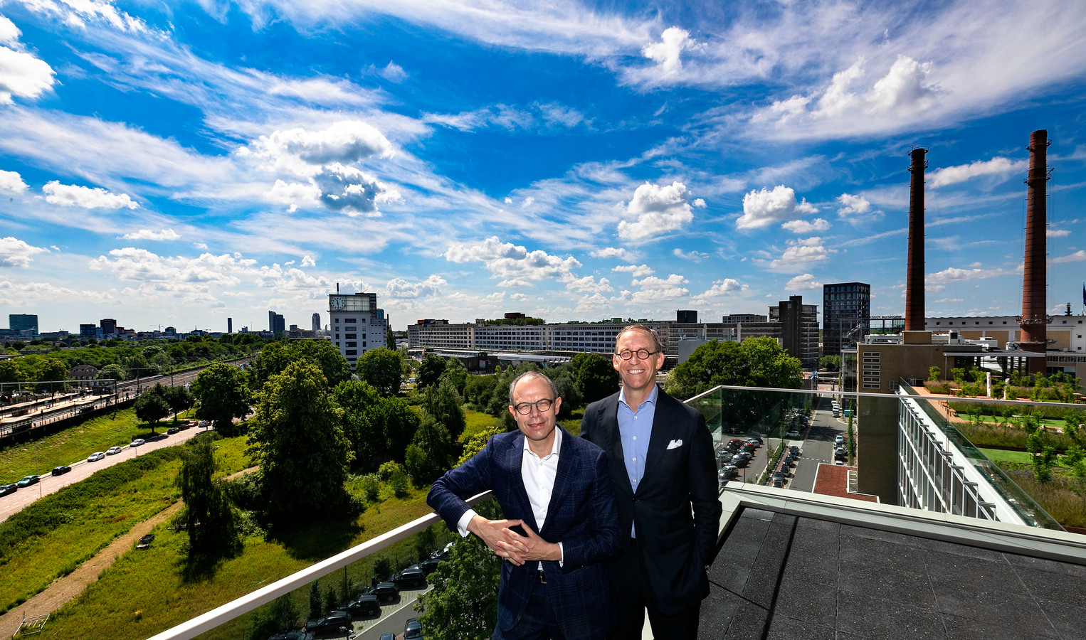 Marc Cootjans (links) en Gerard Zwartkruis van Rabobank Regio Eindhoven dat wil investeren in jonge innovatieve bedrijven zoals die ook op Strijp T en Strijp S zijn gevestigd.