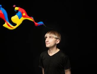 Dit is Neil. Hij heeft een antenne om kleuren te zien. En daar blijft het niet bij