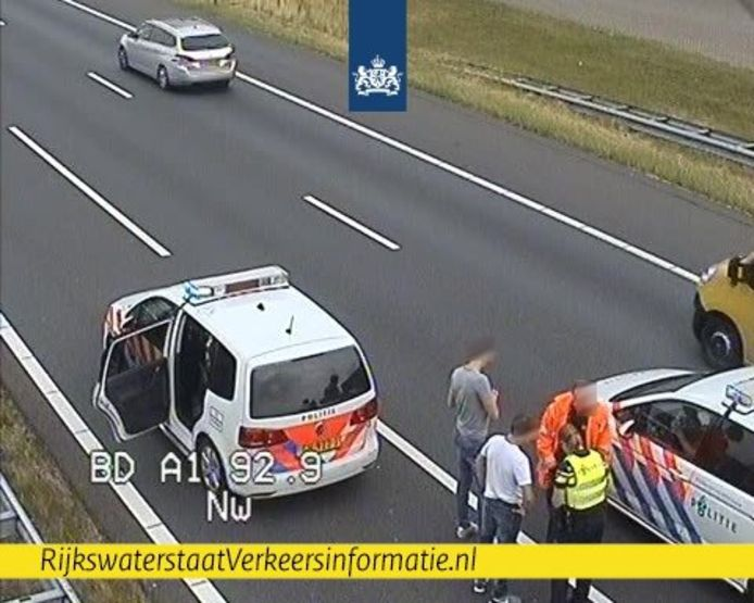 Het was vanmorgen even knap onrustig op de snelweg A1.