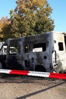 Man ontsnapt aan brandende camper in Haaren: 'Het waren verschrikkelijke vlammen'