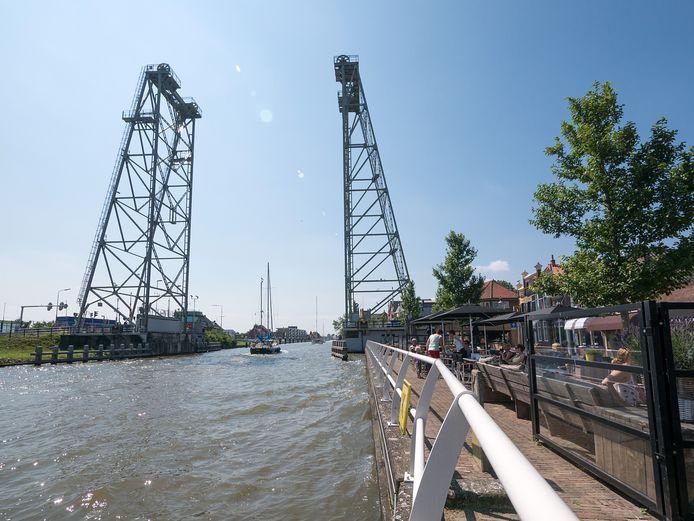 Bij Bienvenida aan de Nesse in Waddinxveen kregen 27 bezoekers een boete voor het negeren van het samenscholingsverbod.