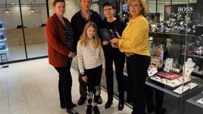 Greta Michiels wint polshorloge na bezoekje aan Waaile van Dwoeurp