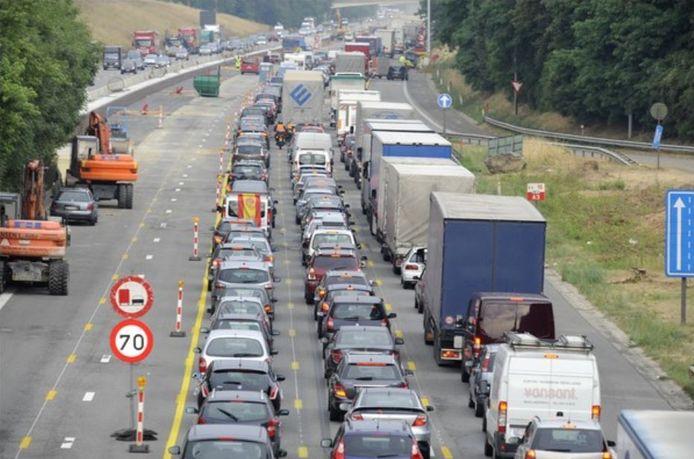 Tijdens hittegolven gebeuren er op Belgische wegen 31% meer ongevallen met zwaargewonden dan op een doorsneedag. Ook het totale aantal letselongevallen ligt 15% hoger.