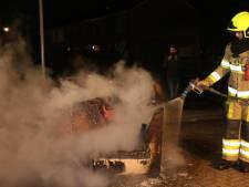 Brandend bankstel midden op de weg in Bruchem