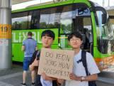 Ontmoetingen in de Flixbus: 'In Zuid-Korea zijn we 21 jaar. Hier 19'
