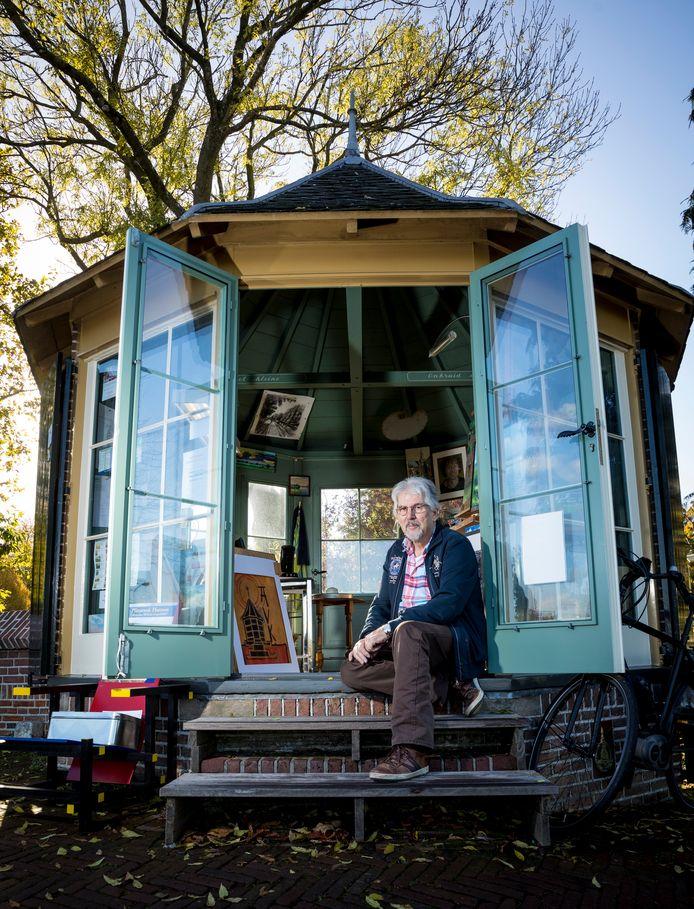 """René Kinket houdt atelier in het Voerman Koepeltje in Hattem: ,,De deur staat altijd open als ik er ben."""""""