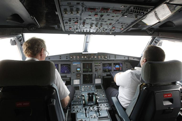 Een cockpit uit een A320-toestel. Foto ter illustratie, dit is niet de cockpit van het neergestorte toestel. Beeld reuters