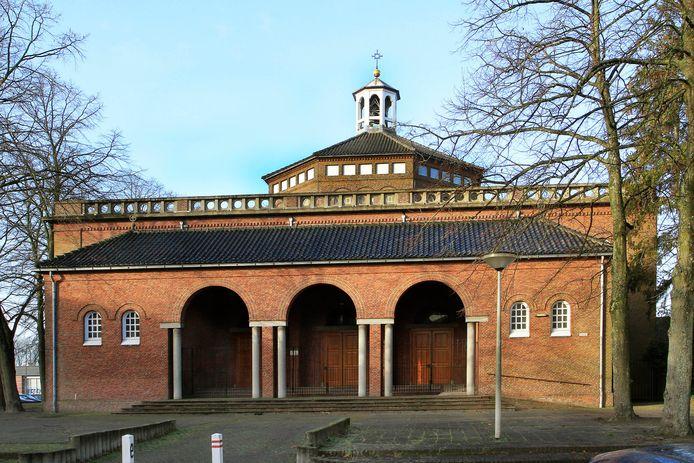 Archieffoto van de voormalige kerk aan het Piusplein. De gemeente blijft vasthouden aan een wijkfunctie.