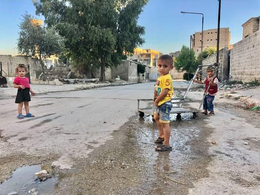 Kinderen in een buitenwijk van Aleppo, waar het normale leven weer enigszins op gang komt. Foto Merlijn Stoffels/Rode Kruis