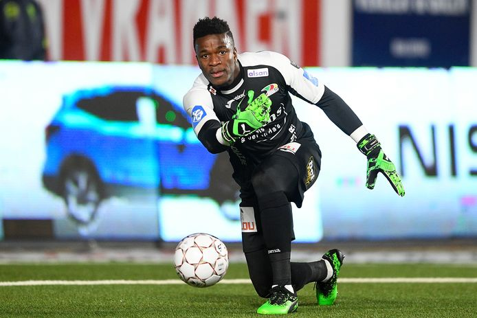 Doelman Fabrice Ondoa ligt onder contract bij KV Oostende.