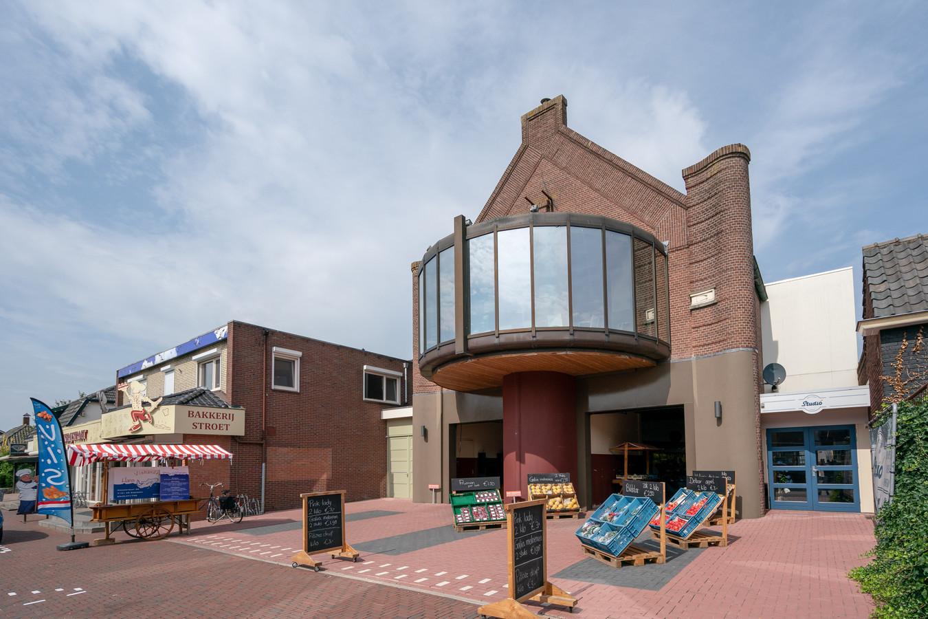 De oude bioscoop in Neede wordt een drive-in winkel.