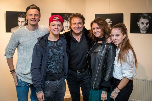 De zanger is sinds 1998 getrouwd met Leontine. Samen hebben ze drie kinderen: Luca (20), Senna (18) en Jada (16).