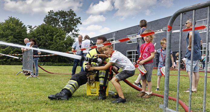 Brandweerlieden van Schijndel tijdens een open dag in 2019.