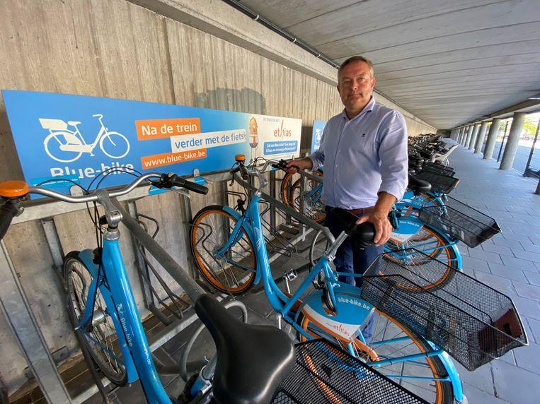 Philip Himpe met één van de Blue-bikes.