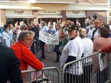Volksprotest voor deur Briels stadhuis tegen plan voor biomassacentrale in Vierpolders