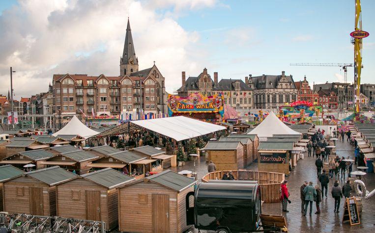 De kerstmarkt op de Grote Markt.