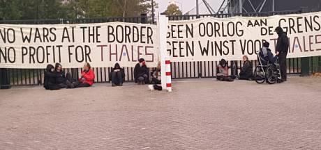 Activisten maken beveiligingscamera onklaar, Thales grijpt in