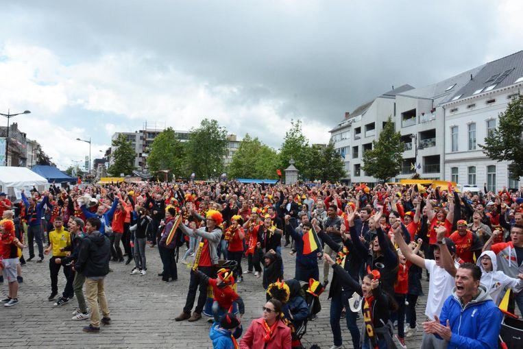 Net als bij het EK bouwt voetbalclub Waasland-Beveren een Belgendorp op de Grote Markt.