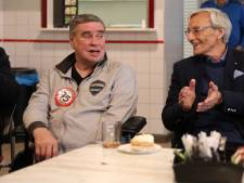 Voetballer Jan Klijnjan wordt voor 75e verjaardag verrast door oude vrienden