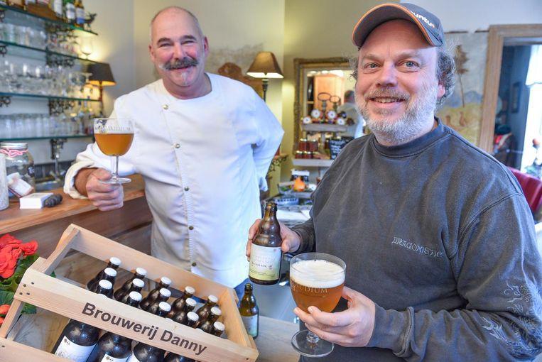 Brouwer Danny De Keukeleire (rechts) bij Robby van Toledo van de Daantjes Hoeve.