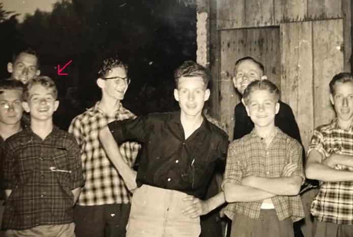 Vlak voor zijn dood werd deze foto van Sjaak van Pul (eerste links vooraan) en andere deelnemers aan het vakantiekamp gemaakt.