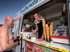 Te heet voor een ijsje midden op de dag, maar IJsboerke Willy (71) weet van geen ophouden