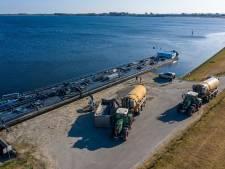 Schip vol water naar Noord-Beveland: boeren betalen 16 mille voor één 'buitje regen'