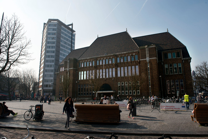 De Neude met het voormalige postkantoor dat omgebouwd gaat worden tot nieuwe bibliotheek.