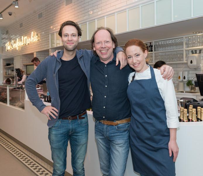 Fons de Visscher (m) met zoon Pepijn en dochter Fleur in de vestiging aan de Ferdinand Bolstraat