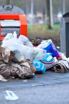 Sensor afvalcontainer werkt niet: vuilniszakken in Alphen op straat
